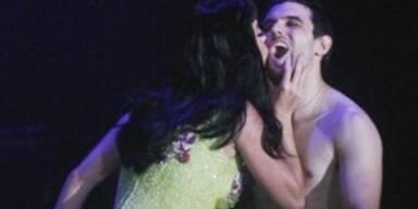 Katy Perry küsst Fan bei Rock in Rio