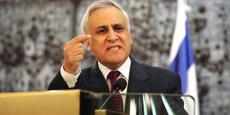Katzav rüttelt mit seiner Verteidigungsschlacht an den Grundfesten der Demokratie. (c)AFP
