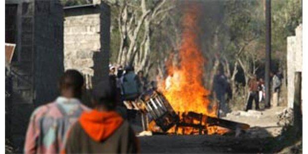 Helis feuern auf  Menschenmenge in Kenia
