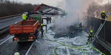 Lkw-Brand auf der A1