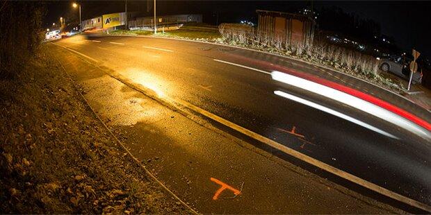 Auto raste in Fußgänger: Ein Toter