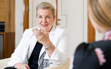 Beate Hartinger-Klein im MADONNA-Talk