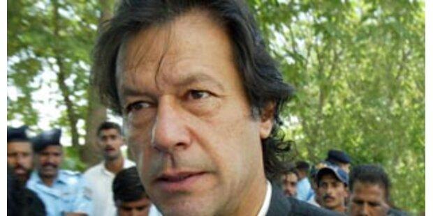 Oppositioneller Khan nun angeklagt und inhaftiert