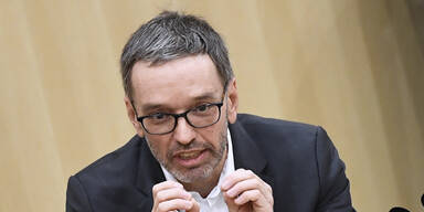 FPÖ zeigt Faßmann wegen Corona-Selbsttests an