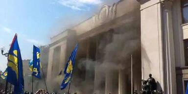 Explosion vor Parlament in Kiew