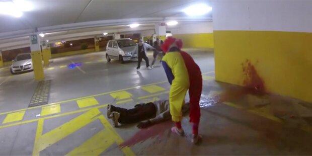 Killer-Clown lauert Passanten auf