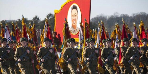 Irre Parade für toten Kim Jong-Il