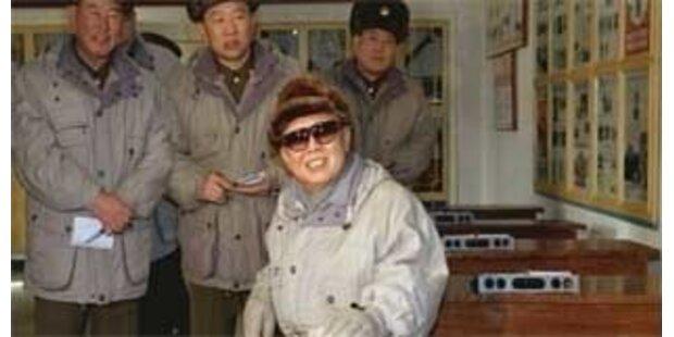 Wieder Fotos von Kim Jong Il veröffentlicht