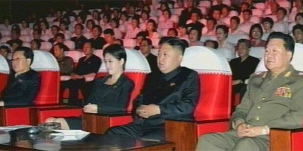 Rätselraten um Frau neben Kim Jong-un