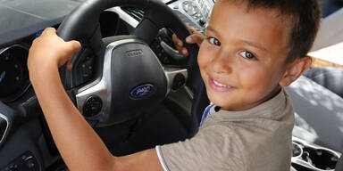 3-Jähriger auf Spritztour mit Opas Auto