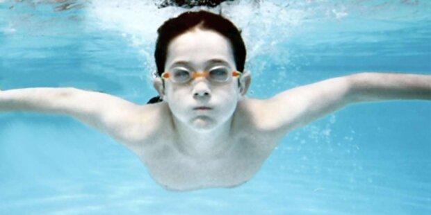 Kinder lieben Schwimmen und Radeln