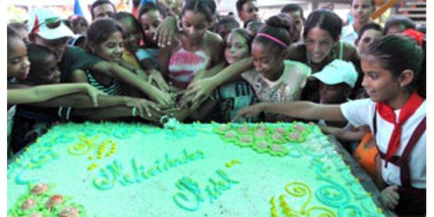 Hunderte Kinder gratulieren Fidel Castro zum 82.