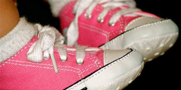 4 von 10 Kindern tragen zu kleine Schuhe