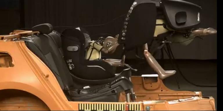 Warnung: 2 Kindersitze lösten sich im Crashtest