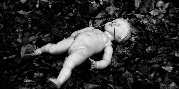 Mutter ließ Neugeborene zum Sterben zurück