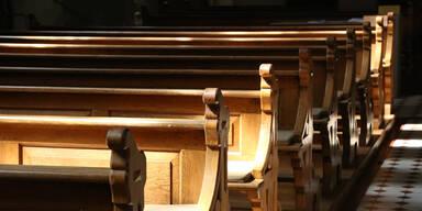Kirchenbänke von Kirche in Tirol