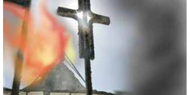 Hungerstreikender Pfarrer füllte Kirche