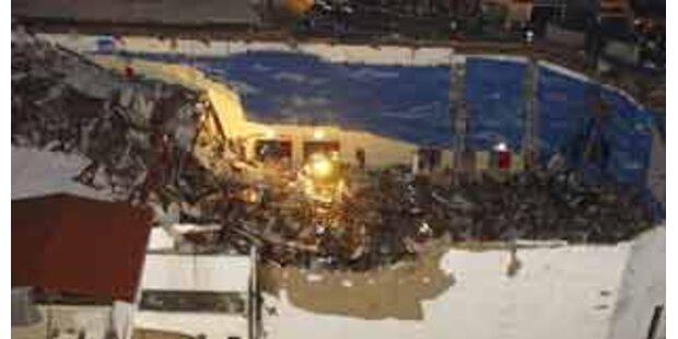 Eingestürztes Kirchendach begrub neun Menschen