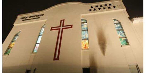 Islamisten stecken Kirche in Brand