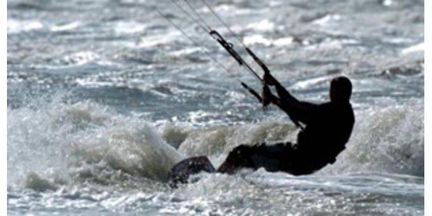 Kitesurfer am Neusiedler See aus Seenot gerettet