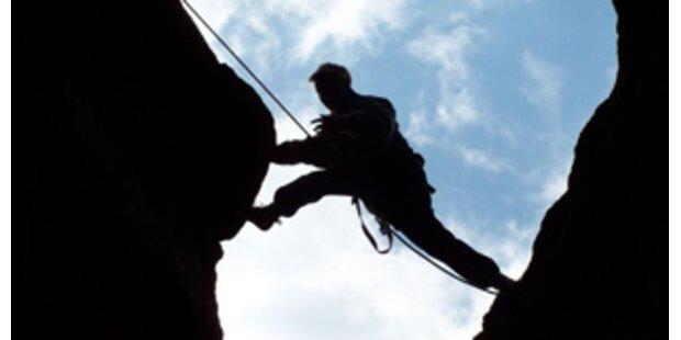 Tiroler überlebte 70-Meter-Sturz