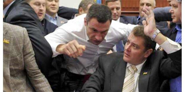 Klitschko prügelt sich im Parlament
