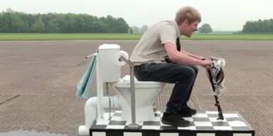 Brite baut sich motorisierte Toilette