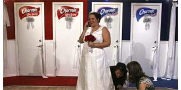 Braut hatte Kleid aus Toilettenpapier