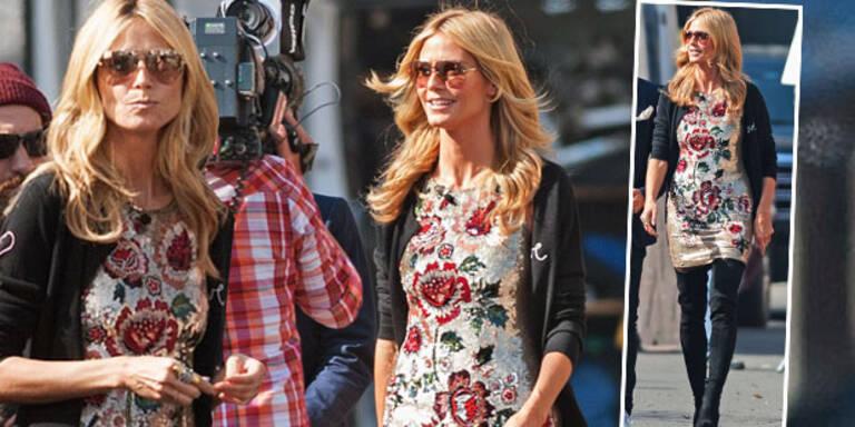 Heidi Klum im floralen Mini-Kleid