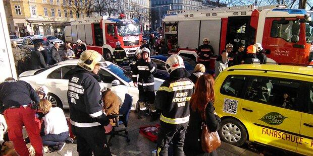 Horror-Crash am Karlsplatz: Verletzte
