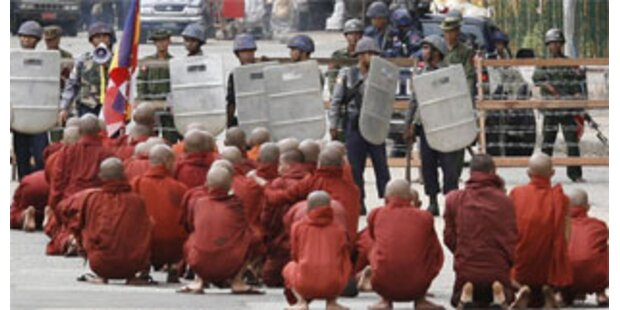 Burmesische Polizei tötet acht Demonstranten