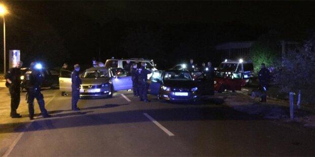 Hooligans attackierten Polizisten mit Autos