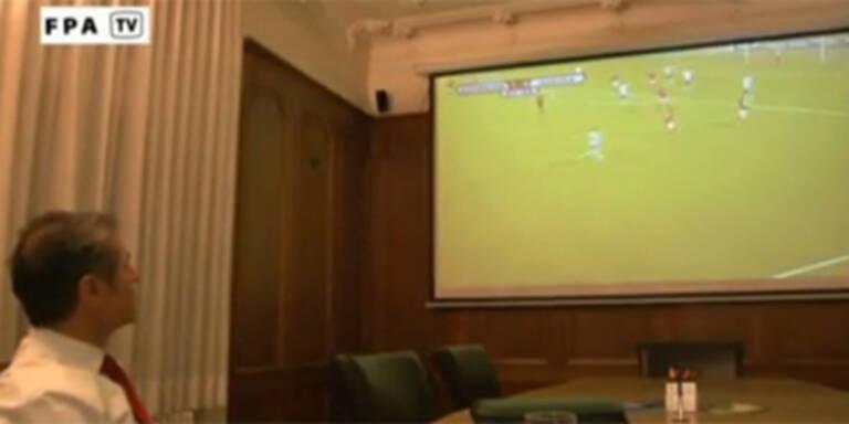 Koller sah Team auf Großbild-Leinwand