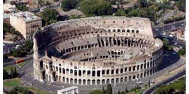 Touristen und Smog zerstören Kolosseum