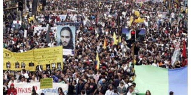 Massenproteste gegen Paramilitärs in Kolumbien
