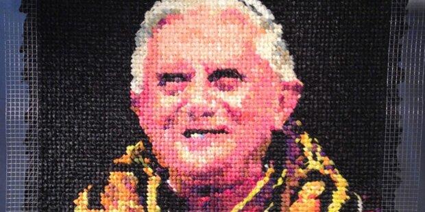 Papst-Porträt aus Kondomen zu haben