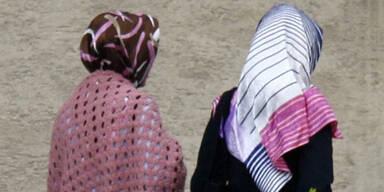 Muslim-Demo gegen Kopftuch-Verbot legt City lahm
