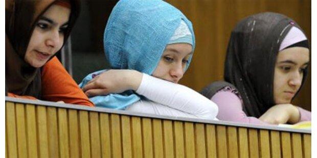 Jeder Zweite fordert Kopftuchverbot an Schulen
