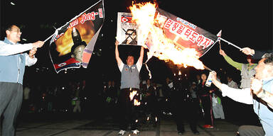 In Seoul brennen Kim-Jong-Il-Bilder