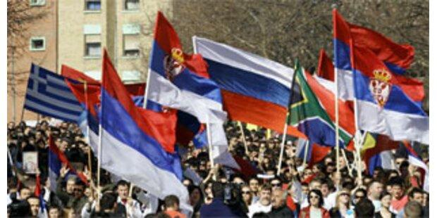 Serben verletzten Kosovo-Polizisten bei Demo