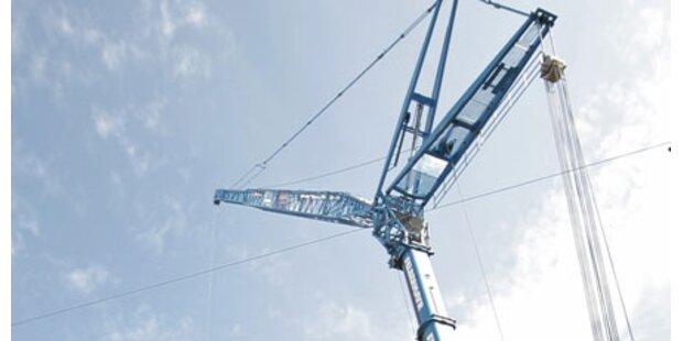 22 Meter-Kran stürzte bei Graz um