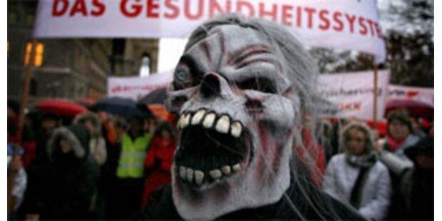 Krankenkasse demonstriert vor ÖVP-Zentrale