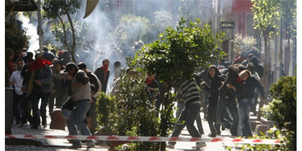 Straßenschlachten bei Mai-Kundgebung