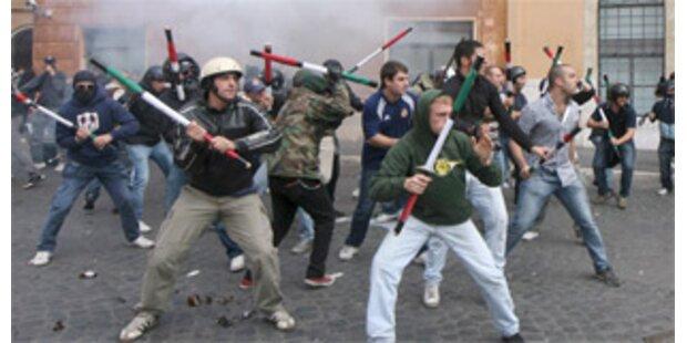 Studentenproteste in Italien arten in Krawalle aus