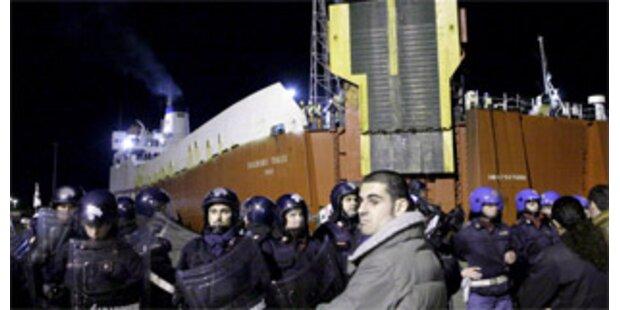 Neapel karrt Müll nach Sardinien