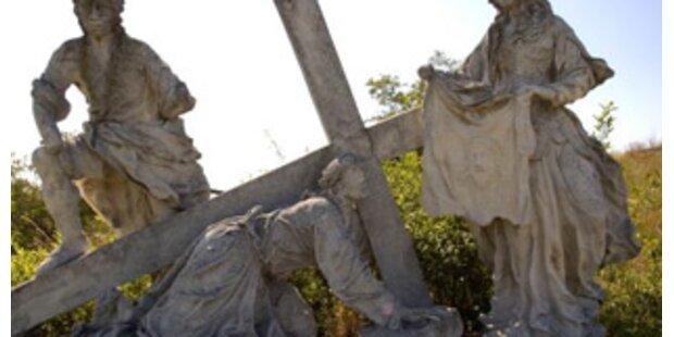 Geistliche nach Exorzismus-Tod einer Nonne in Haft