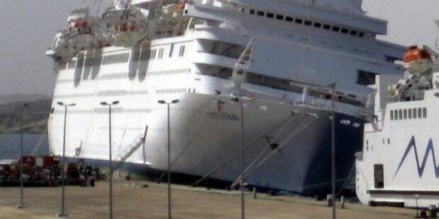 Kreuzfahrtschiff mit Frachter kollidiert