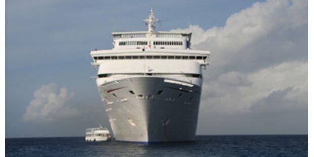Kreuzfahrtschiff kollidierte in Piräus mit Fähre