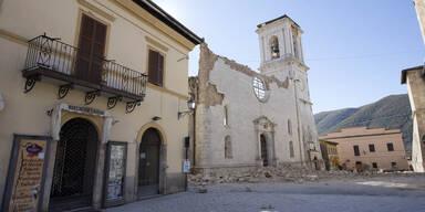 Weihnachtsmesse in Kirchenruine sorgt für Kontroverse in Italien