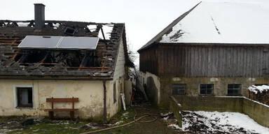 Kerze löst Brand aus - Ehepaar tot